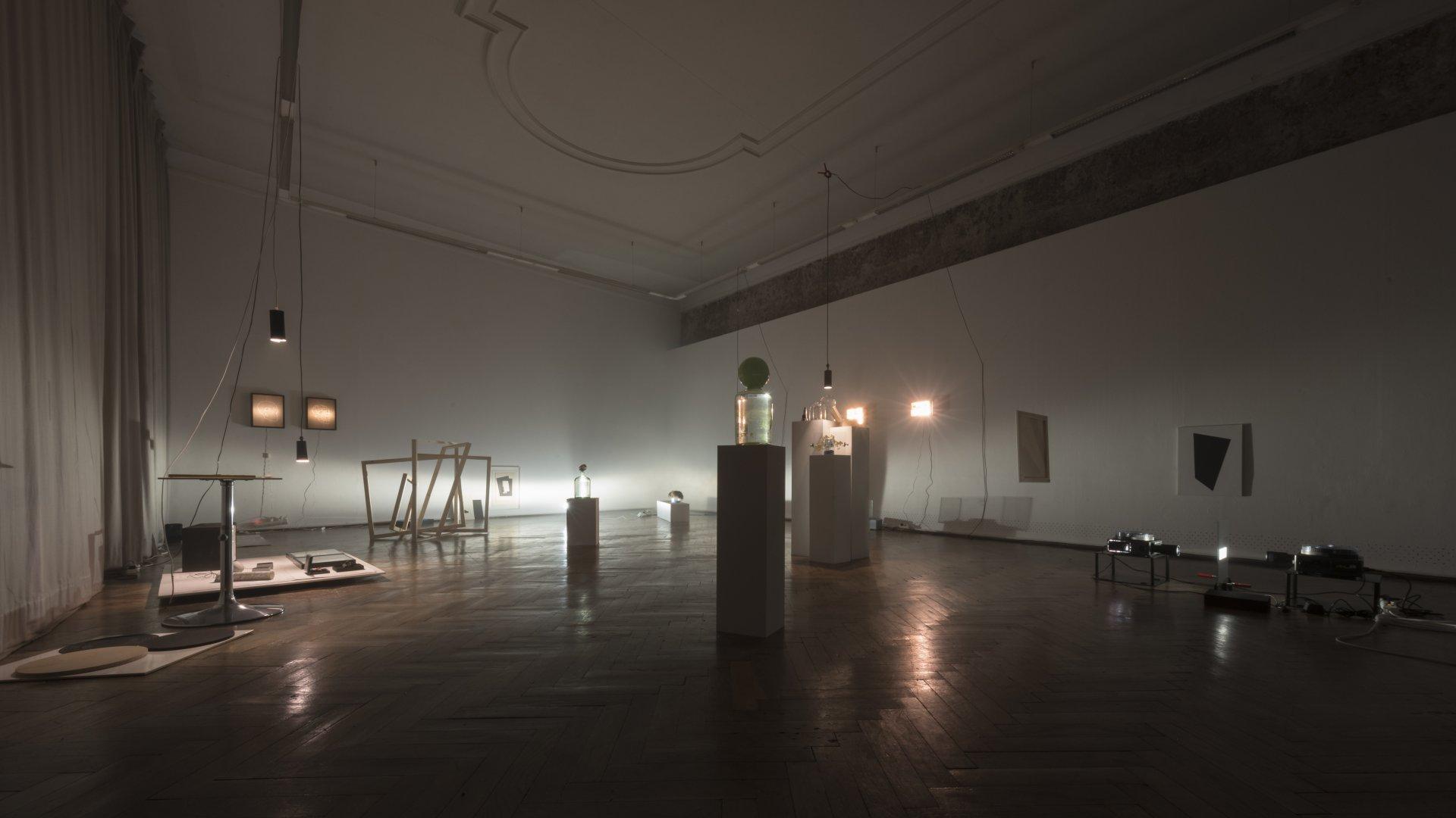 1thTotaIe_Installation_ExperimentalSetup_Kuenstlerhaus_Buechsenhausen_Innsbruck_Austellungsansicht2_KATA_BOSKO_2018